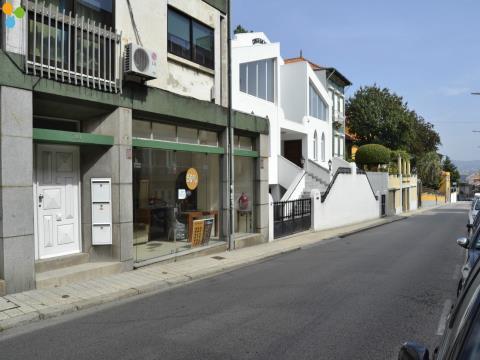 Loja situada em Campanhã