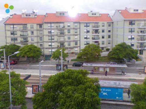 Apartamento T2 junto à Estação de Metro