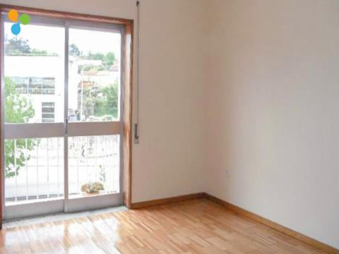 Apartamento T2 Remodelado,  junto ao Parque Nascente