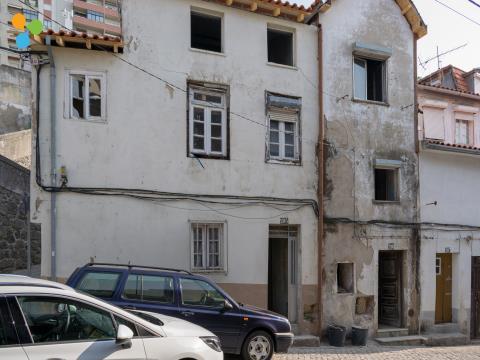 Prédio com dois apartamentos T0
