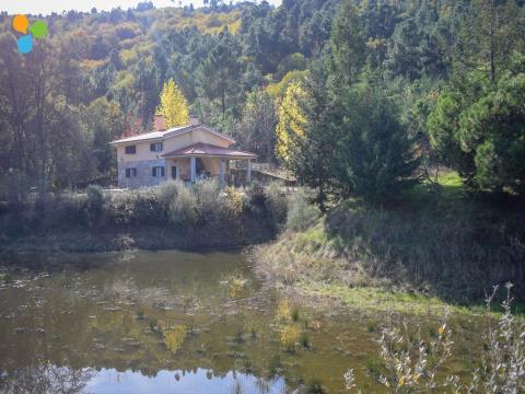Magnífica Quinta com moradia T3, lago e ilha de sonho, próxima da Serra da Estrela