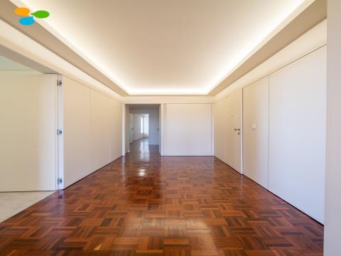 Apartamento T3 à Circunvalação