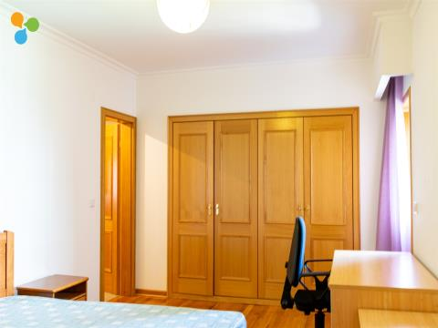 Arrendamento ao Quarto, Apartamento T3 Zona Anil