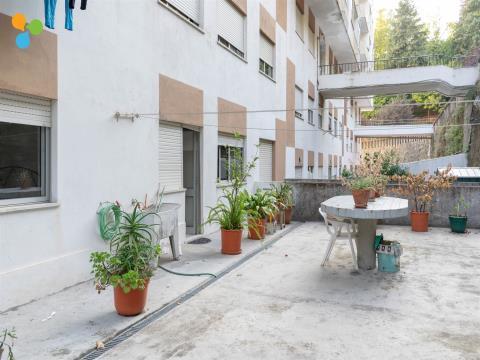 Apartamento T2 No Bairro Dos Penedos Altos