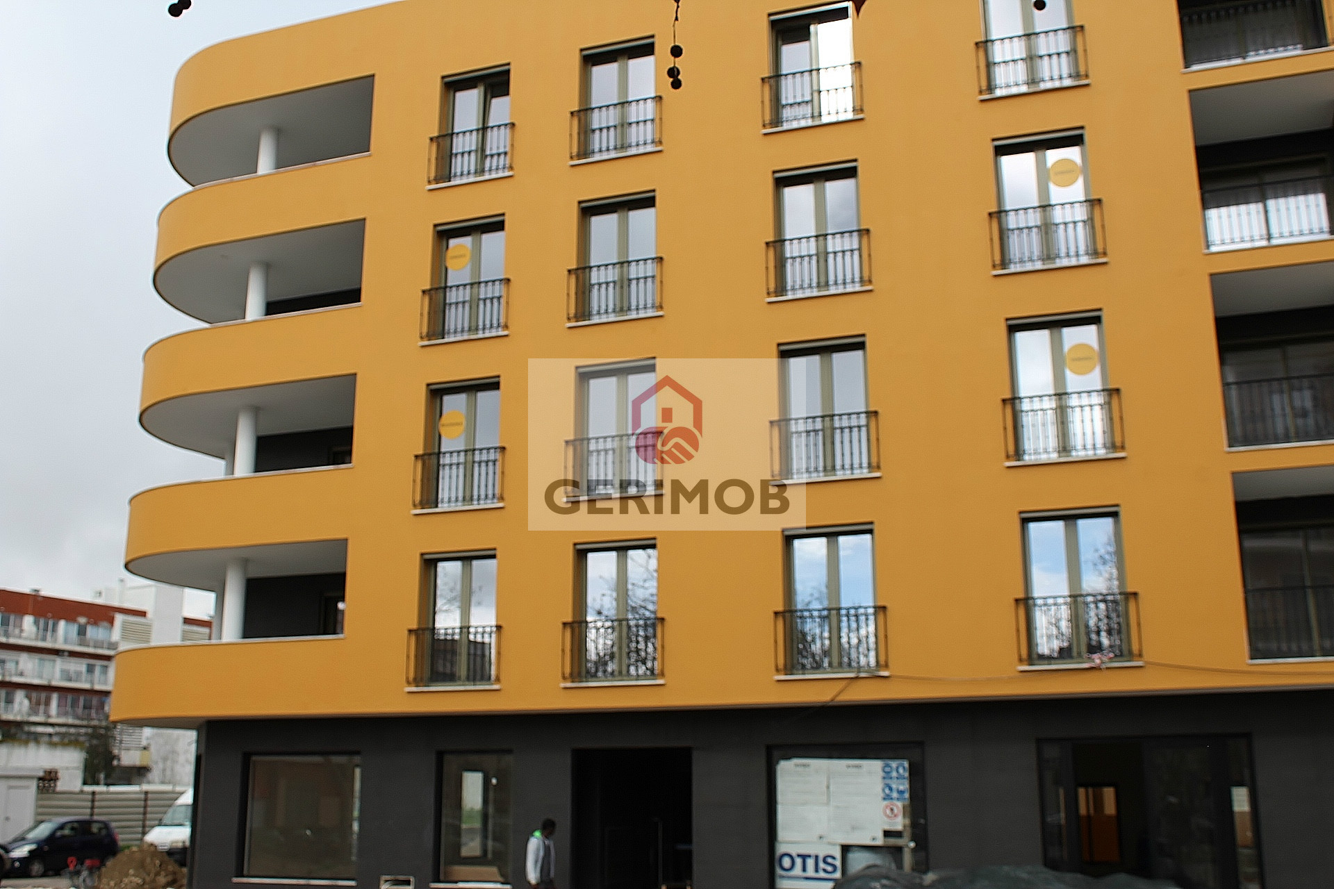 NEW one-bedroom apartment (25 km from Lisbon) with indoor parking and storage room (€180 000)