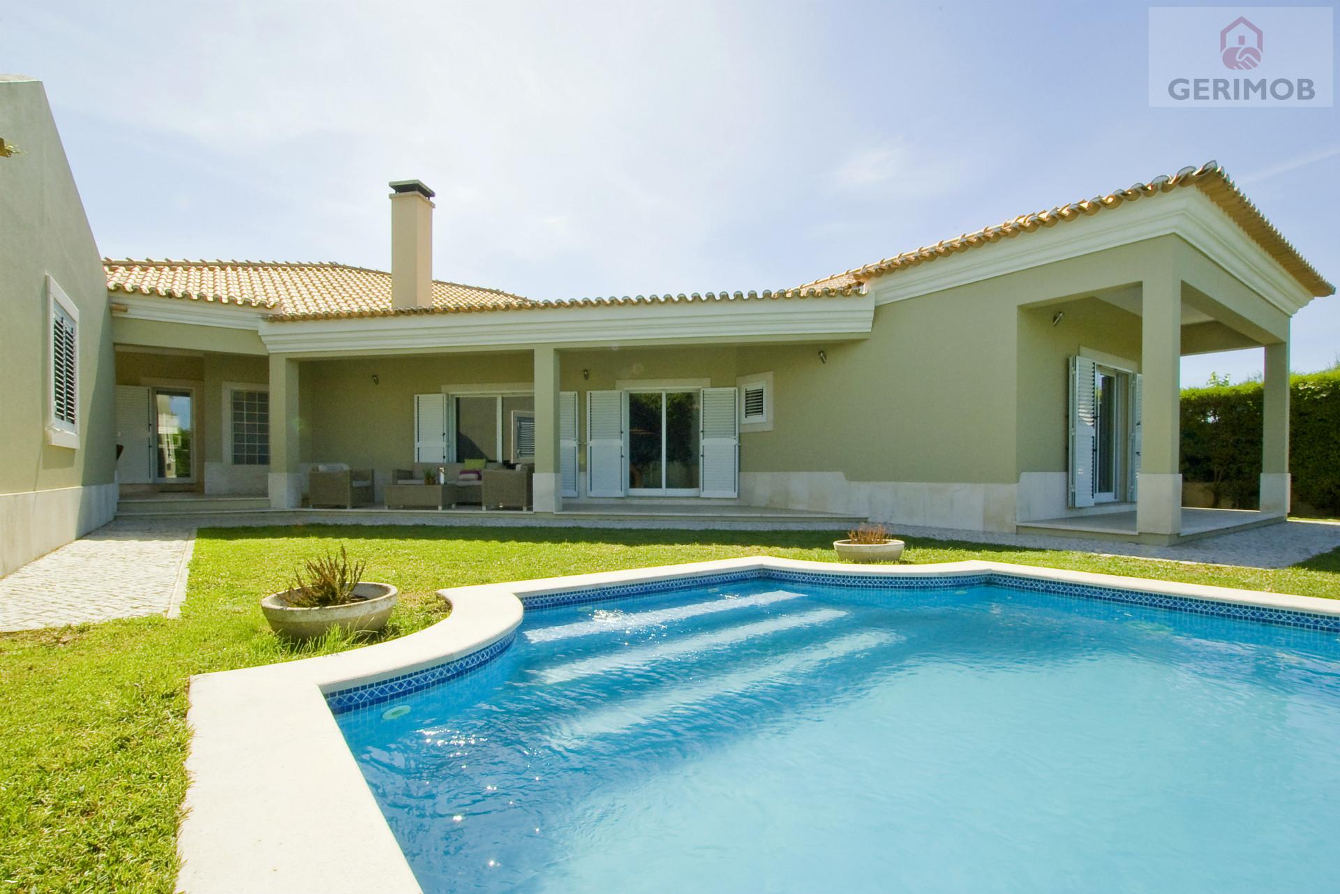Moradia de luxo discreta com piscina, a 15 min das praias da Arrábida