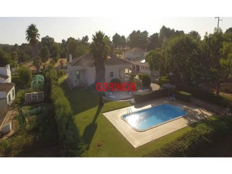 Quinta T3, com piscina, na região de Setubal