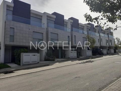 Moradia T3 Geminada para Venda, Vila Nova de Famalicão