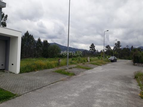 Terreno com projecto aprovado para Moradia T3 em Lanhas, Vila Verde