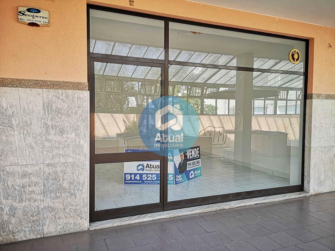 Loja Comercial para Arrendamento C. C. Passerelle, Taipas, Guimarães
