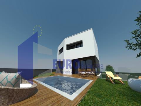 Moradia T3+1 com piscina, churrasqueira e garagem para 3 carros