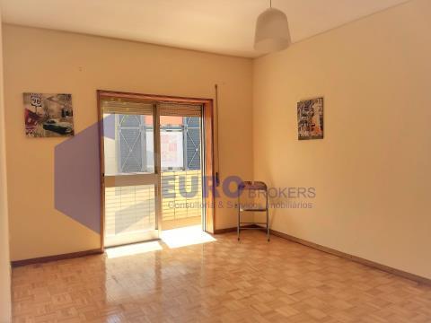 Apartamento T2 arrendado com ótima rentabilidade em Rio Tinto Próximo ao Metro