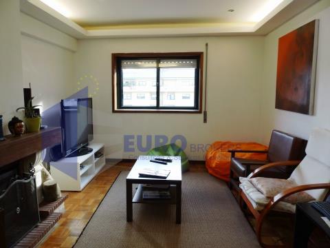 Apartamento T2 em Canidelo com varanda e garagem
