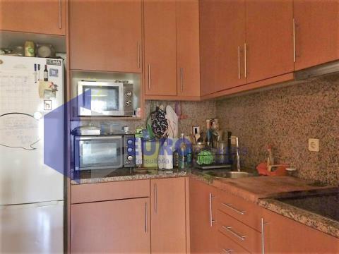 Apartamento T1 com garagem box em Senhora da Hora