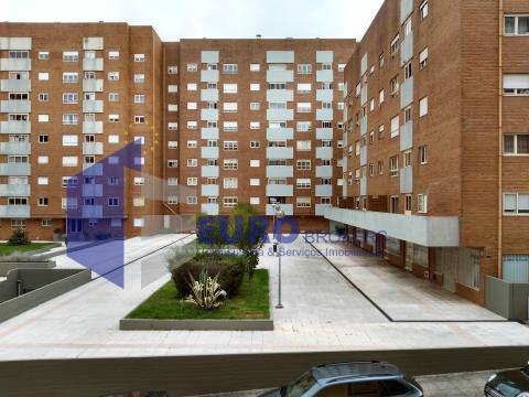 Apartamento T1 junto ao Metro e ao Hospital Pedro Hispano