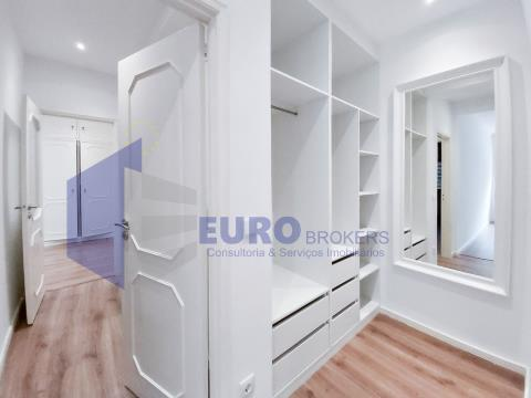 Apartamento T2 remodelado com 2 W.C completos no centro do Porto