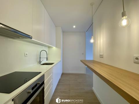 Apartamento T2 remodelado em Matosinhos Sul junto à praia