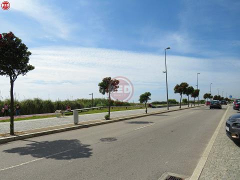 Terreno p/ construção de 4 moradias a 800m da praia