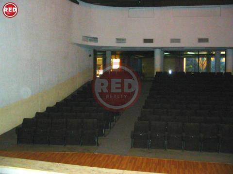 Auditório c/ 632 m2 e 2 lojas no CC Vila Gaia