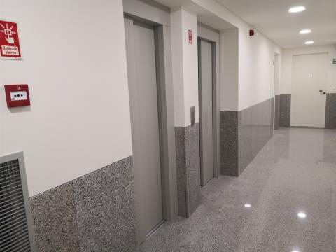 T1 - Arrendamento - Lugar de Estacionamento e Arrecadação - Cozinha Equipada