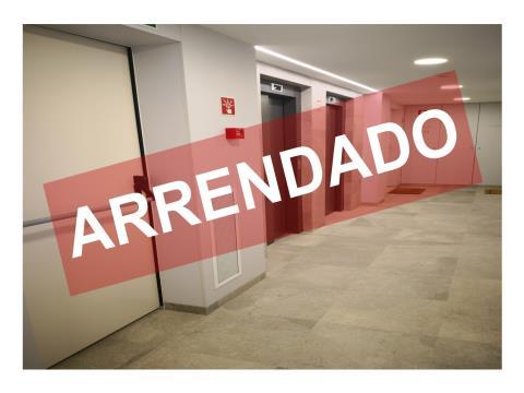 T1 com 68,50 m2 com Varanda - Arrendamento - Novo