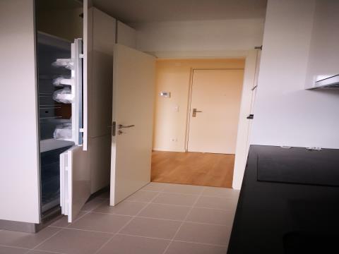 T1 - Arrendamento - Cozinha Equipada - Lugar de Estacionamento e Arrecadação
