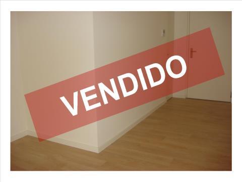 T2 - VENDA - NOVO - COZINHA EQUIPADA - LUGAR DE ESTACIONAMENTO E ARRECADAÇÃO
