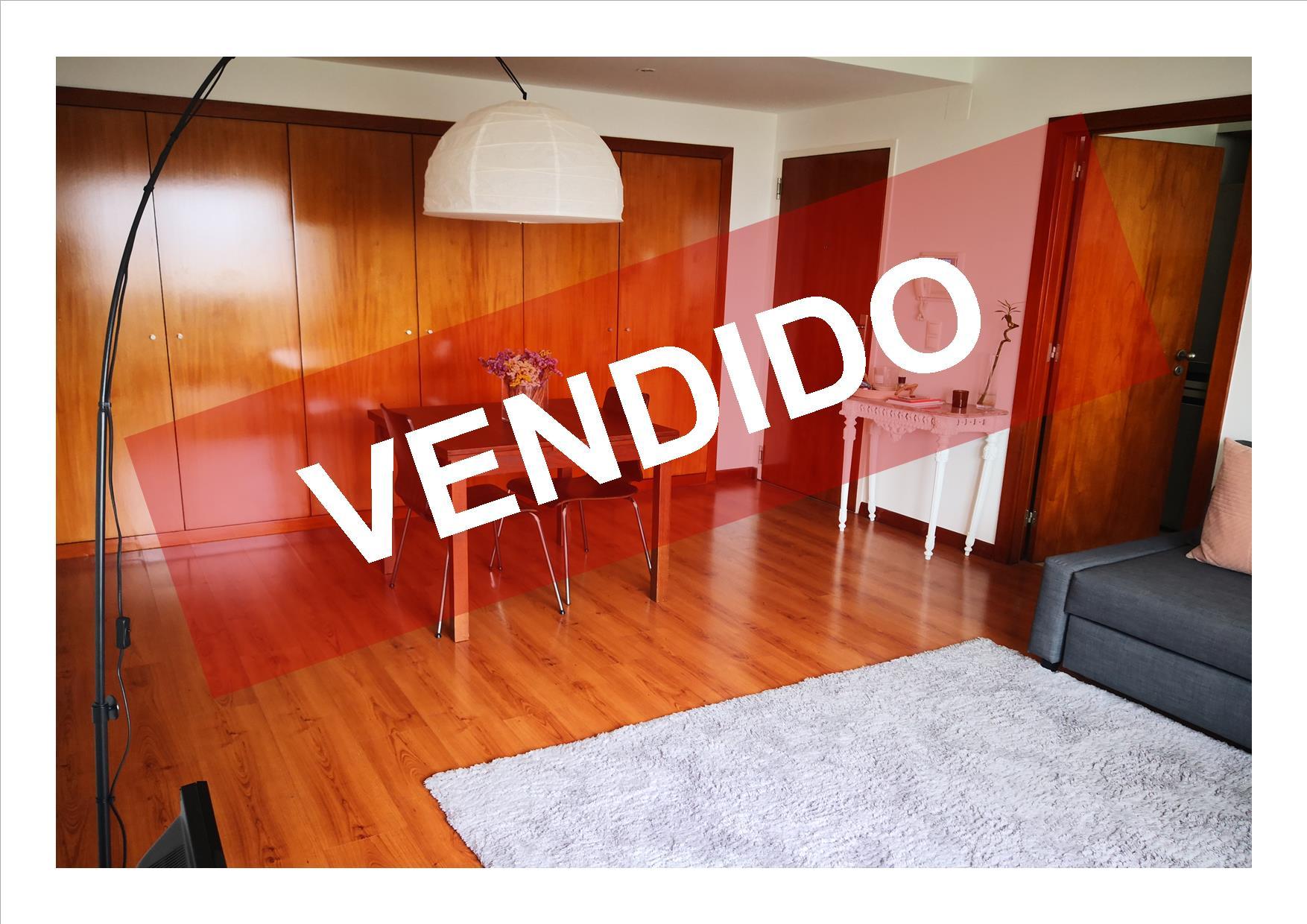 FANTÁSTICO T1 - VENDA - LUGAR DE PARQUEAMENTO E ARRECADAÇÃO