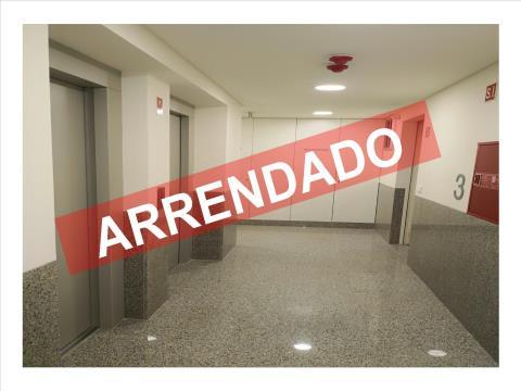 T1 - ARRENDAMENTO  - 1 ESPAÇO DUPLO DE ESTACIONAMENTO E ARRECADAÇÃO