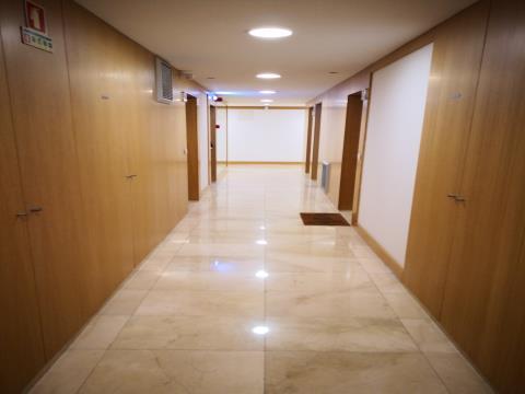 T3 - Venda - 176,20 m2 - 3 Lugares de Estacionamento e Arrecadação