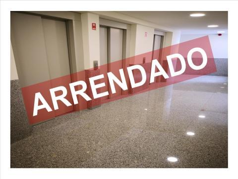 T1 - ARRENDAMENTO - COZINHA EQUIPADA - LUGAR DE ESTACIONAMENTO