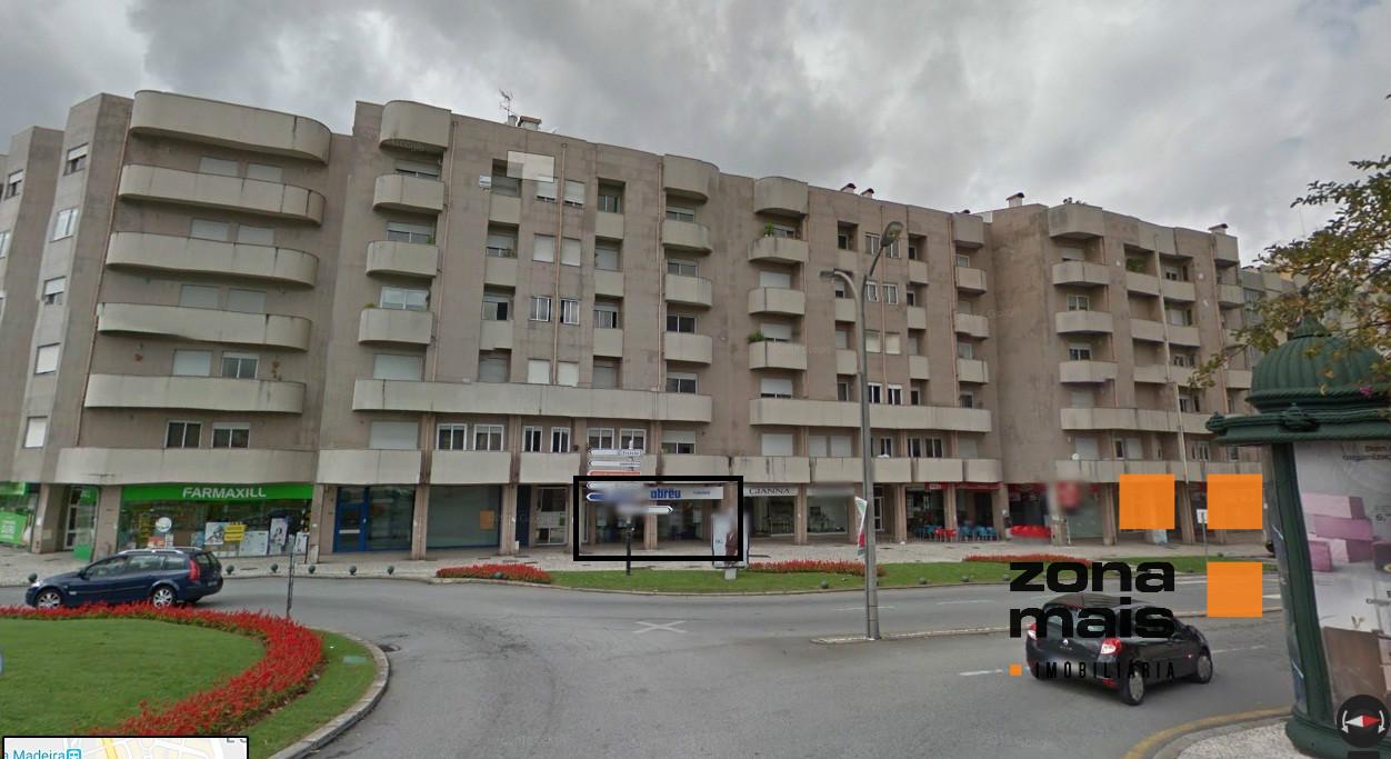 Loja c/ 156 m2 - Centro de S. João da Madeira