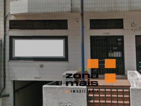 Loja 100 m2 + 80 m2 de logradouro - Canelas - Ref ZM273
