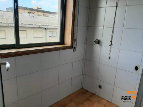 T2 c/ 1 lugar de garagem - Monte dos Burgos
