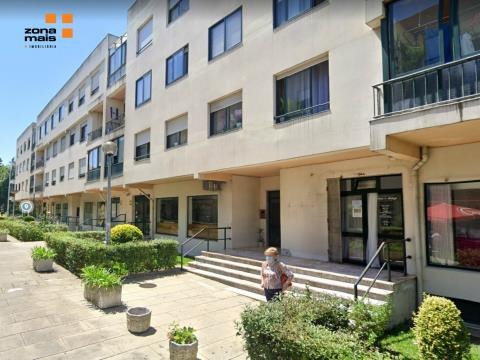 Loja 53 m2 - Arrendamento - Cruzamento de Monte dos Burgos - Ref ZM338