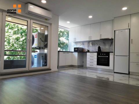 Apartamento T3 c/ varanda - Monte dos Burgos