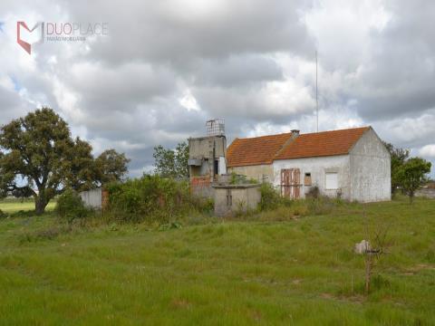 Quintinha com casa para reconstruir