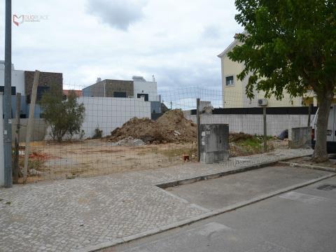 Lote de terreno urbano para construção de moradia isolada