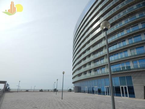 T3 c/ Parqueamento - Marginal