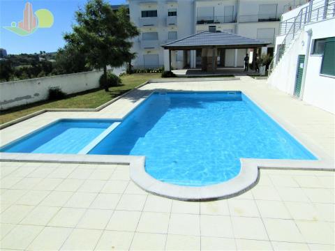 Duplex c/ garagem e terraço - Condomónio com piscina