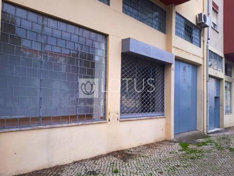125m2 Warehouse in Loures