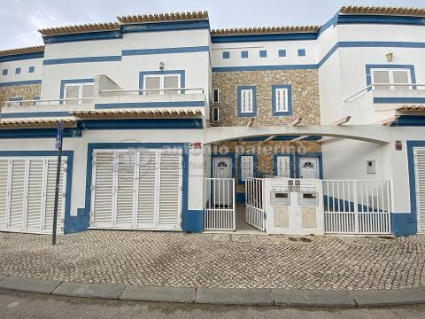 Maison 2 + 2 chambres à vendre à Manta Rôta