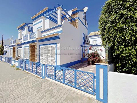 Villa 2 + 2 chambres à vendre à Manta Rôta