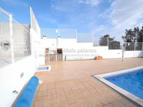 Detached house for sale, with 4 bedrooms, garage and swimming pool.