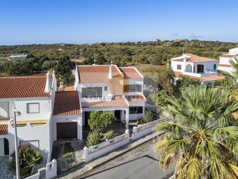 Villa 4 bed for sale in Lagoa