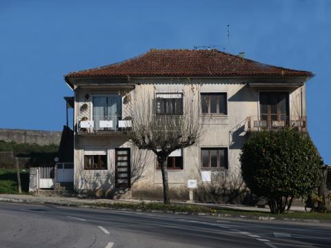 Prédio com quatro andares moradia