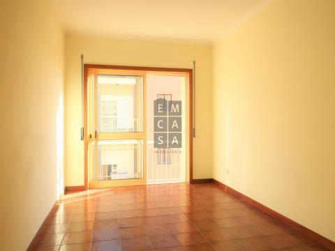 Apartamento T2 inserido em zona puramente residencial