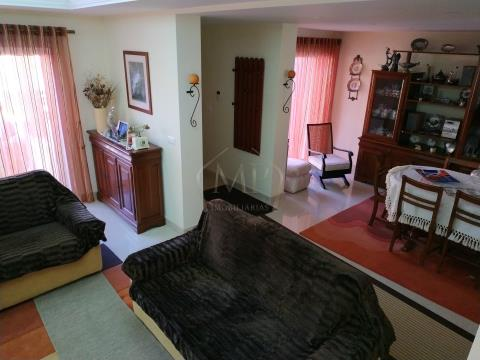 Maison dans village 4 Chambre(s)
