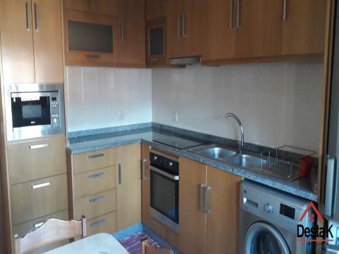 Apartamento T4 com aproveitamento de sótão e com excelentes áreas.