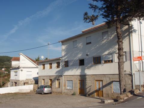 Edifício destinado a comércio ou indústria, localizado a 5 minutos do centro da cidade.
